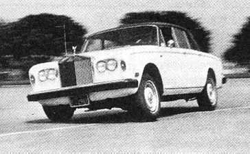 Rolls-Royce Silver Shadow II in een test-situatie.
