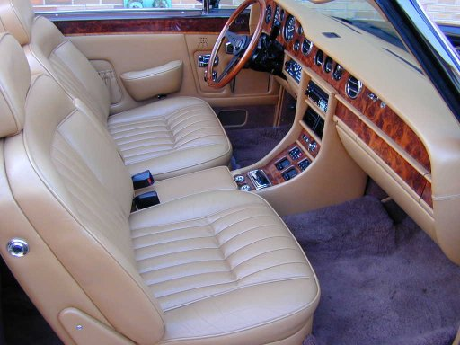 Interior of the Rolls-Royce Corniche II from 1986.